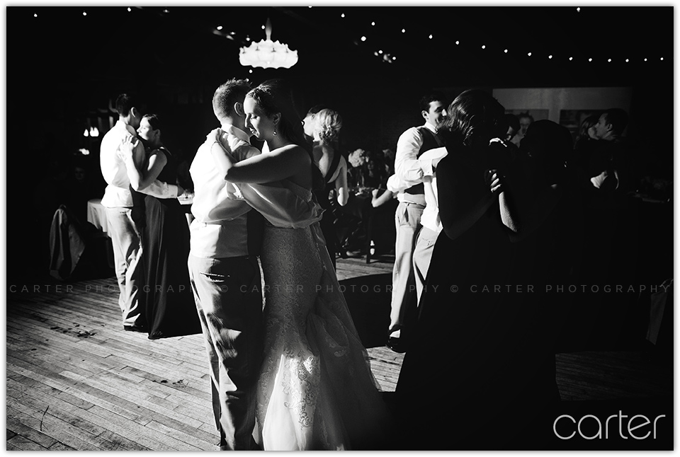 Berg Event Space Wedding Pictures - Kansas City - Carter Photography