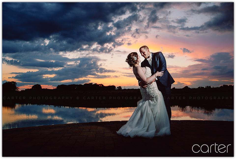 Barn on the Ridge Wedding Pictures Iowa Photographers - Carter Photography