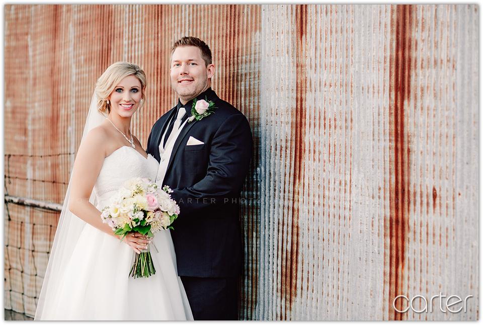 Cedar Ridge Wedding Pictures Cedar Rapids Swisher Iowa - Carter Photography