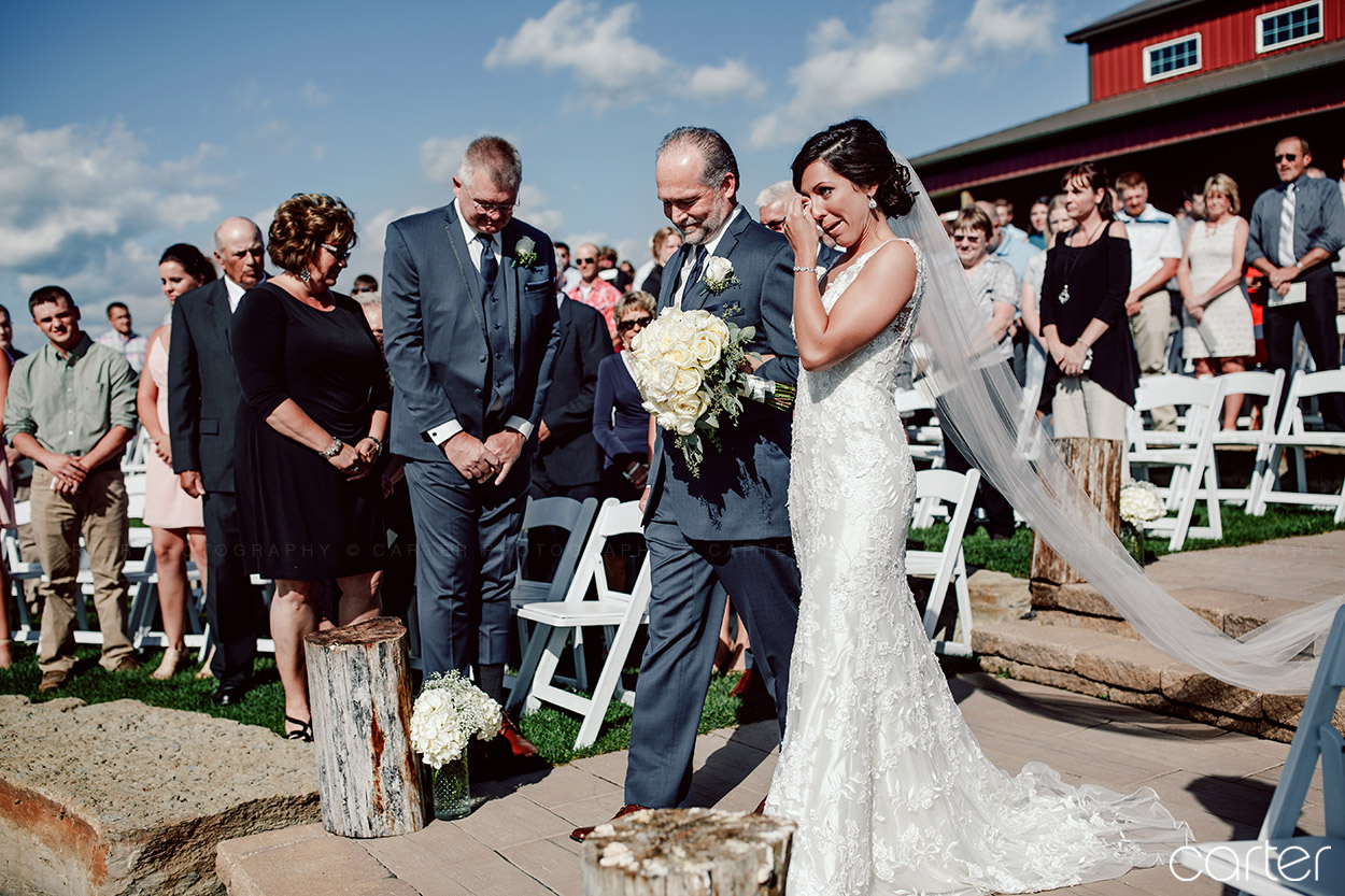 Barn on the Ridge Wedding Pictures - Burlington Iowa Photographers Carter Photography