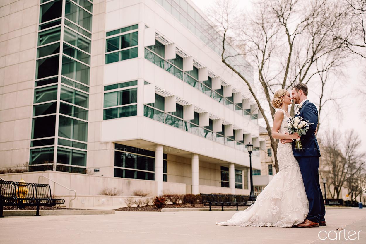 Bride Groom Wedding Pictures University of Iowa Old Capital Old Brick Iowa City - Carter Photography