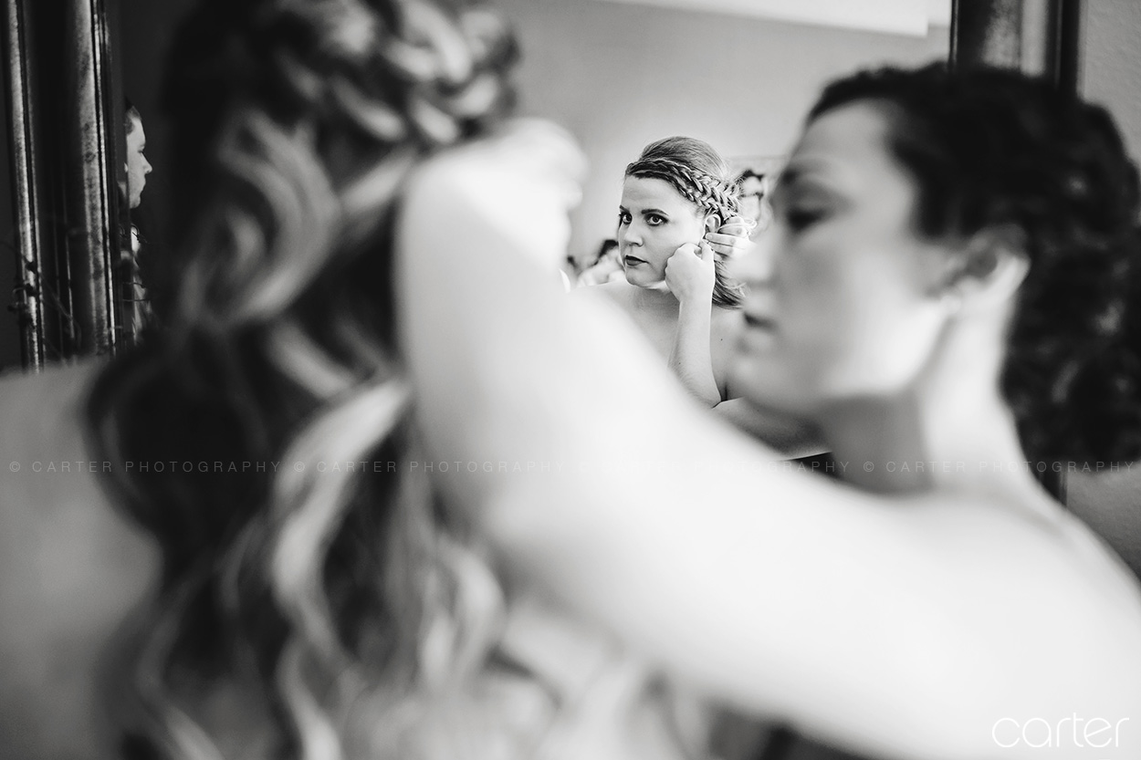 Carter Photography Iowa Wedding Pictures Bride Getting Ready