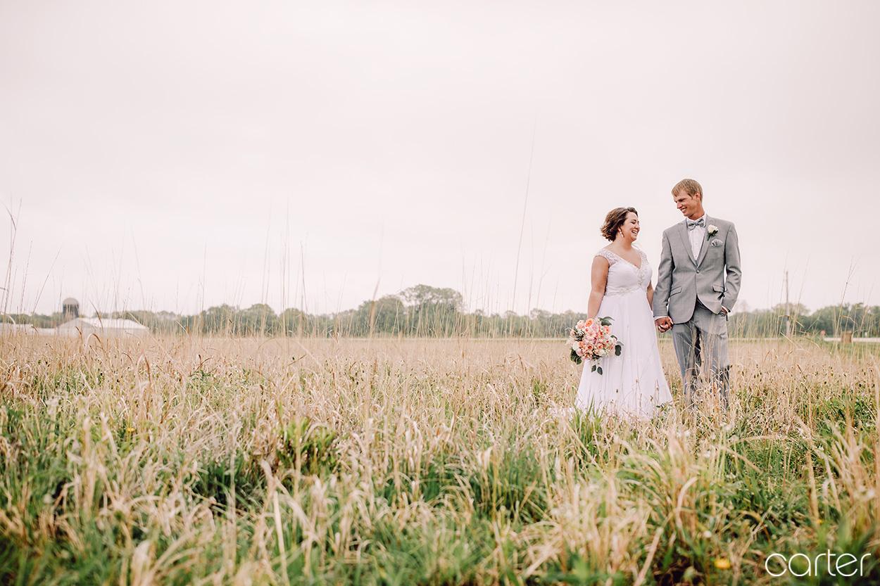 Bride and Groom Barn on the Ridge Wedding Pictures Burlington Iowa Carter Photography
