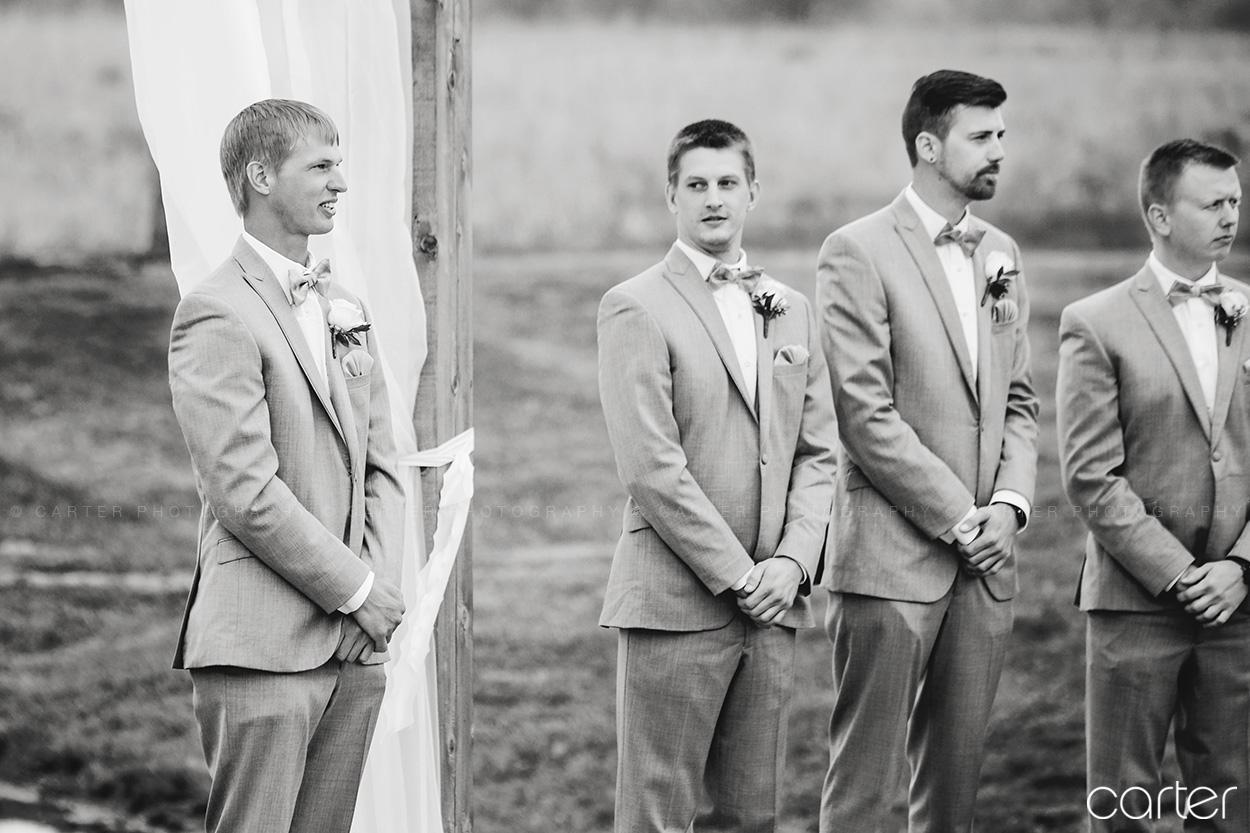 Barn on the Ridge Wedding Ceremony Pictures Burlington Iowa Carter Photography