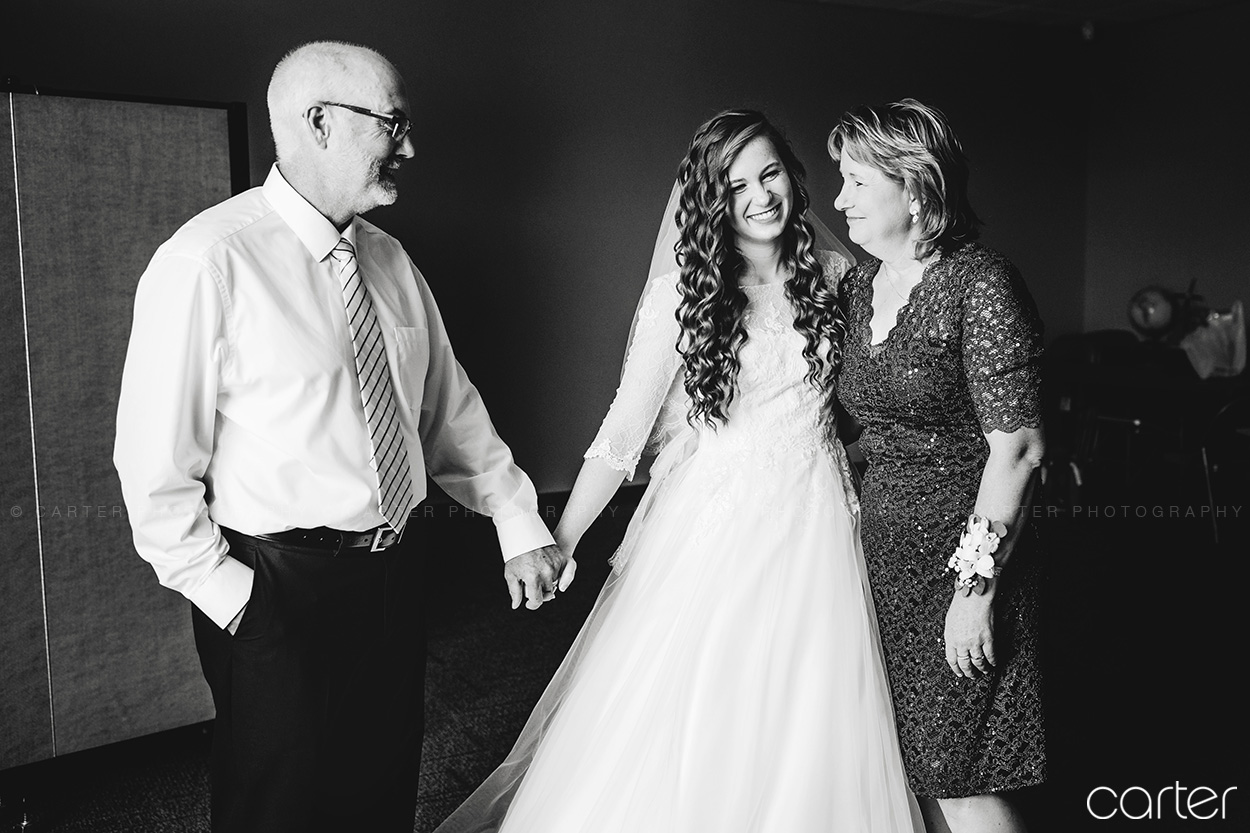 Cedar Rapids Marriott Wedding Photographers - Carter Photography