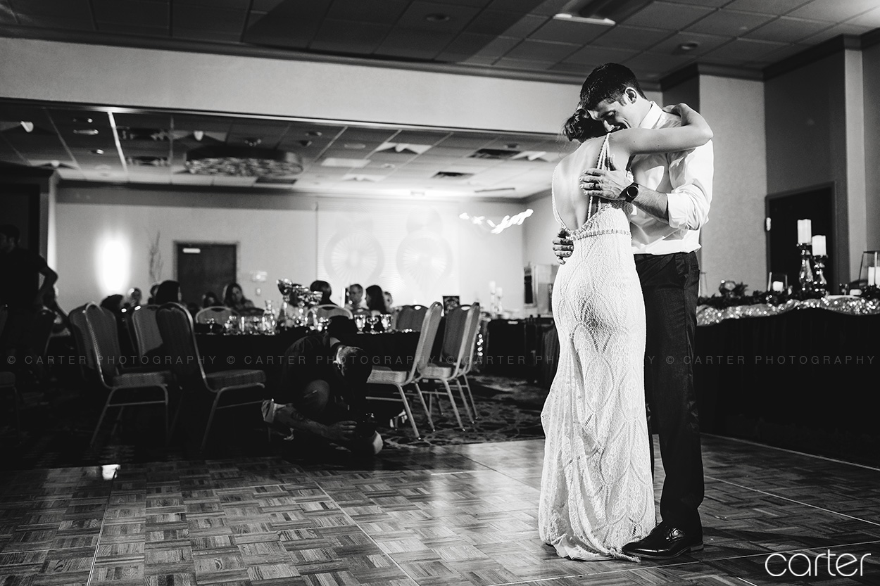 Coralville Iowa City Wedding Photographers Radisson Wedding Pictures Carter Photography