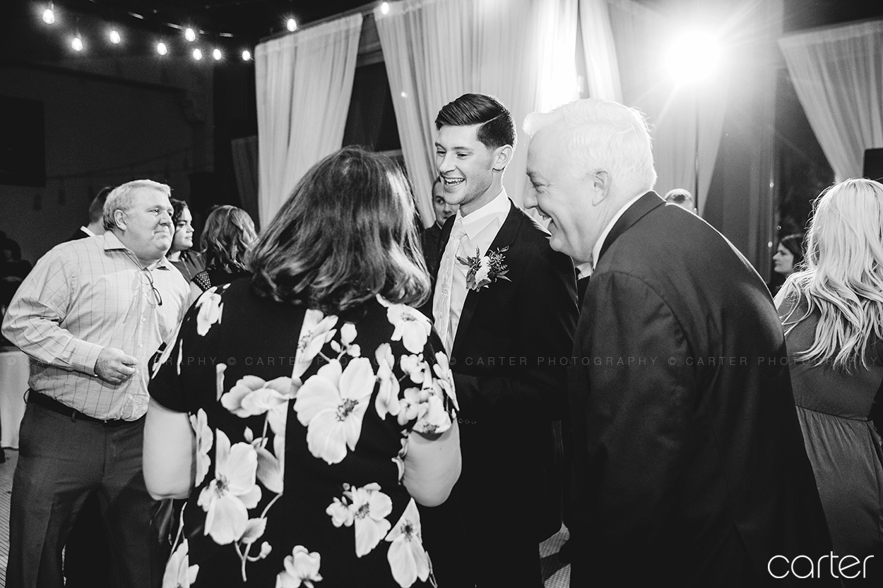 Bash Des Moines Wedding Pictures Cedar Rapids Iowa Photographers - Carter Photography