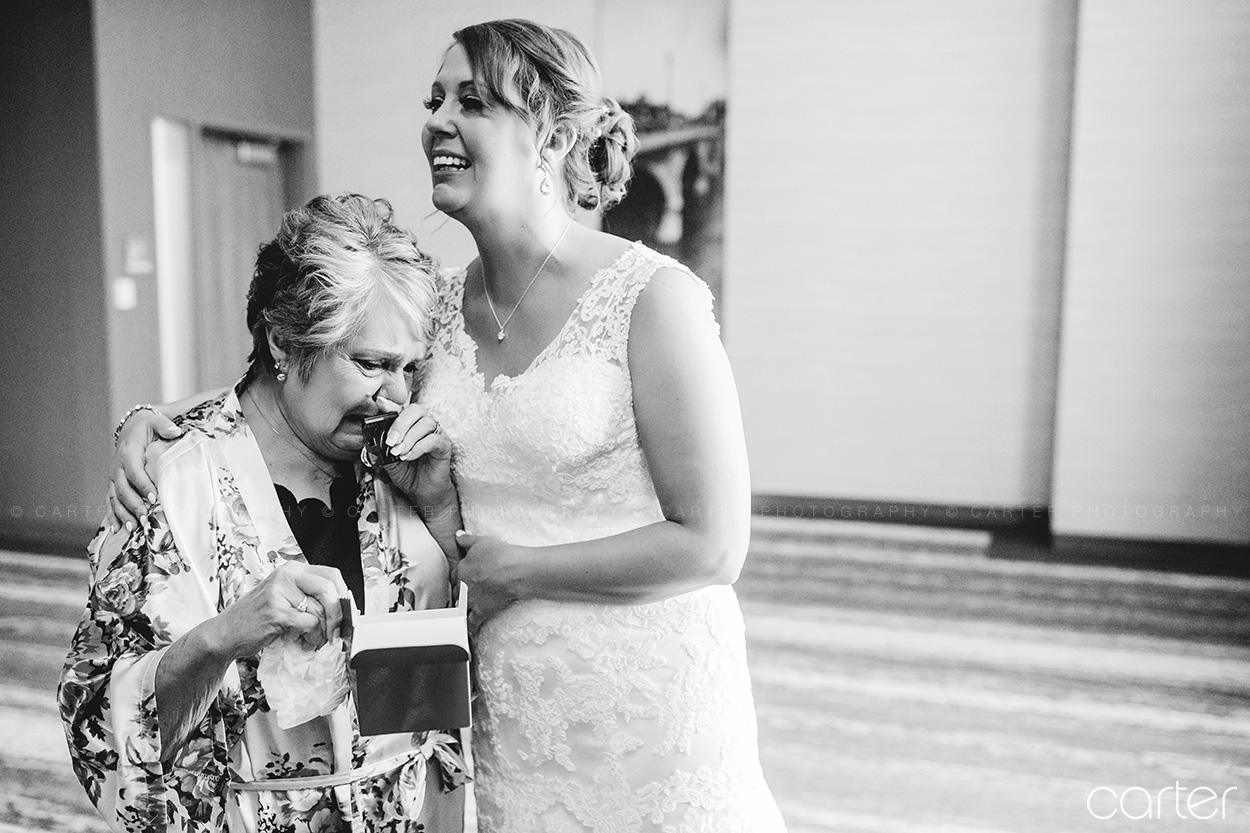 DoubleTree Wedding Pictures Cedar Rapids Iowa Photographers - Carter Photography