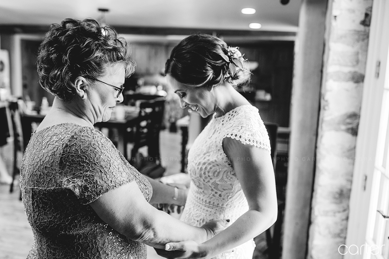 Palmer House Stable Wedding Pictures Solon Iowa Photographers - Carter Photography