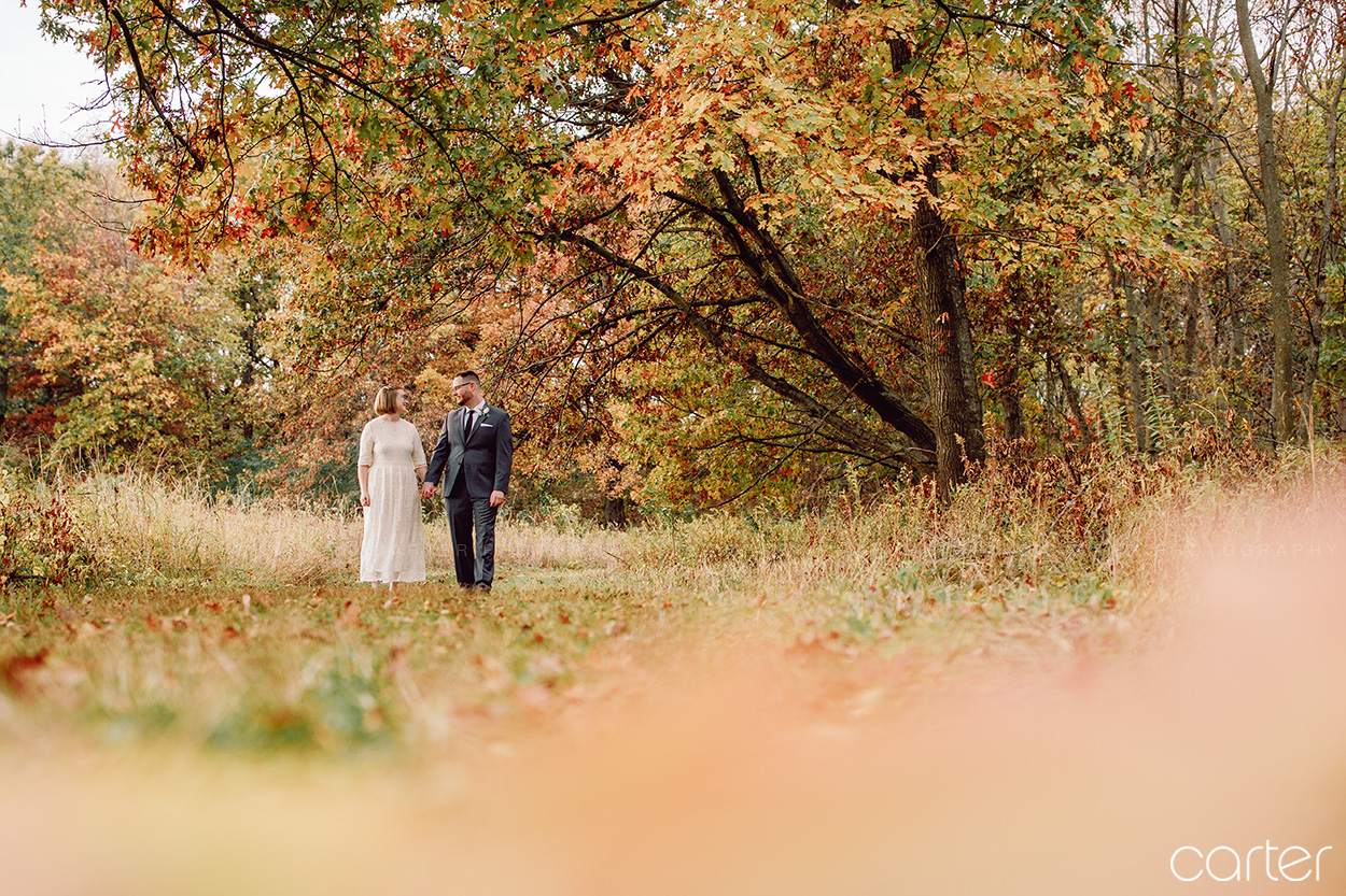 Cedar Rapids Fall Color Wedding Pictures Photographers Carter Photography at Indian Creek Nature Center