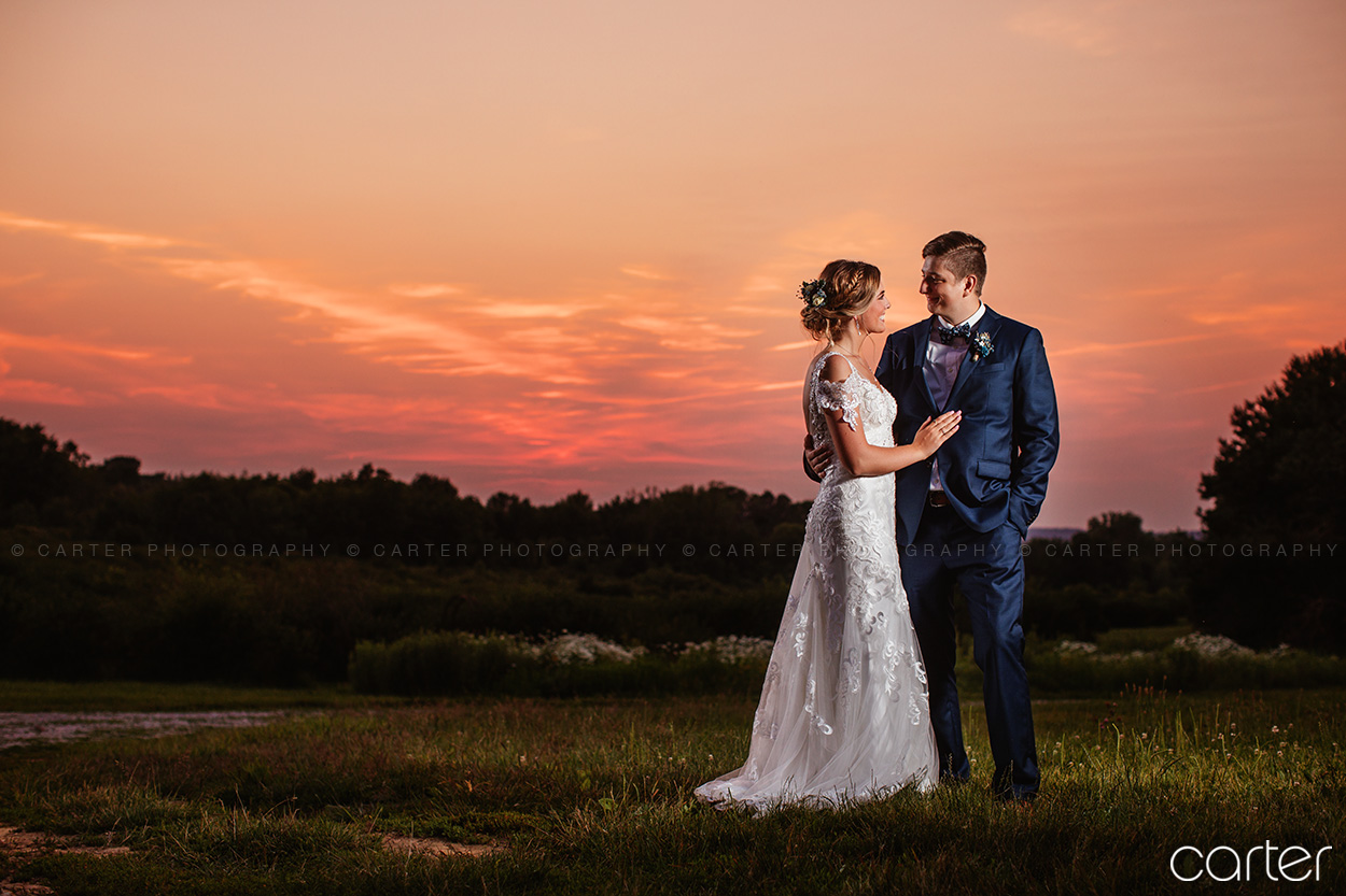 Koru Berry Farm Wedding Pictures Iowa Photographers Carter Photography