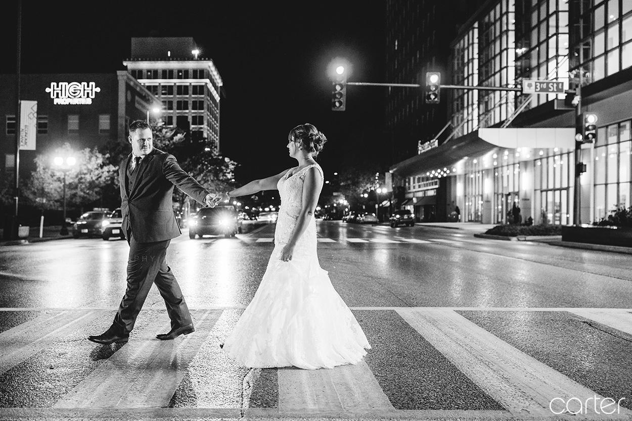 DoubleTree Wedding Pictures Cedar Rapids Iowa Photographers - Carter Photography